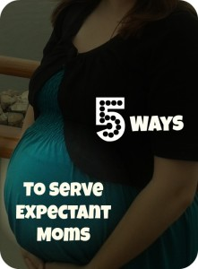 5 Ways to Serve Expectant Moms